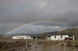 A rainbow appears over a flooded landscape in Hollister, California, Jan. 11, 2017.  More than 40 percent of California has emerged from a punishing drought that covered the whole state a year ago, federal drought-watchers said.