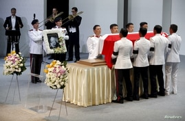 Pallbearers carry the casket of former leader Lee Kuan Yew as they depart for the final journey to the crematorium at the University Cultural Centre at the National University of Singapore, March 29, 2015.