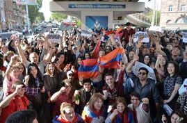 Yerevan residents celebrate Armenian Prime Minister's Serzh Sargsyan's resignation in Yerevan, Armenia, April 23, 2018.