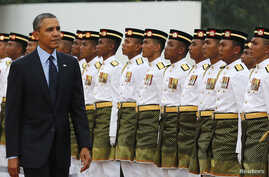 U.S. President Barack Obama inspects an honor guard during a welcoming ceremony at Parliament Square in Kuala Lumpur, Apr. 26, 2014.
