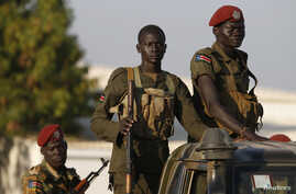 SPLA soldiers stand in a vehicle in Juba December 20, 2013. Talks between South Sudan's President Salva Kiir and African mediators trying to broker a peace deal after six days of clashes between rival army factions are progressing well, Ethiopia's fo