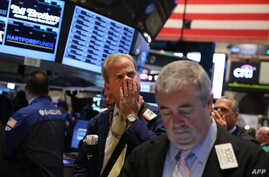 Traders work on the floor of the New York Stock Exchange during morning trading on September 30, 2013 in New York City.