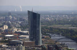 """FILE - The construction site of the new headquarters of the European Central Bank (ECB) is seen from the observation deck of the """"Maintower"""" in Frankfurt, April 25, 2014."""