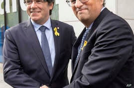 Former Catalan leader Carles Puigdemont, left, and current regional president of Catalonia Quim Torra before a meeting with government ministers and ministers in exile at the Government Delegation of Catalonia to the European Union in Brussels, July