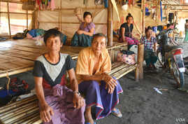Saw Maung Care (left) and other displaced Kayin sit in shelters at Myaing Gyi Ngu camp, northern Kayin State. (P. Vrieze/VOA)