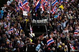 Thousands of anti-government protesters march in Bangkok, Thailand, Nov. 27, 2013.