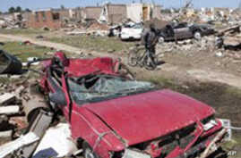 US Tornadoes Killed at Least 350