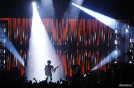 Prince performs during the Billboard Music Awards at the MGM Grand Garden Arena in Las Vegas, Nevada, May 19, 2013.
