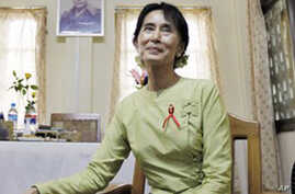 Aung San Suu Kyi Warns Release is Not Evidence of Political Freedom