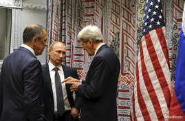 Russian President Vladimir Putin, center, Russian Foreign Minister Sergei Lavrov, left, and U.S. Secretary of State John Kerry converse on the sidelines of the U.N. General Assembly in New York, Sept. 28, 2015.