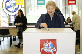 Lithuania's incumbent president, Dalia Grybauskaite, casts her ballot at a polling station during the first round of voting in presidential elections in Vilnius, Lithuania, May 11, 2014.