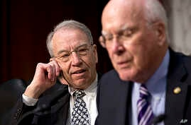 Chairman of the Senate Judiciary Committee Patrick Leahy (r) and, Republican Senator Charles Grassley, April 22, 2013.