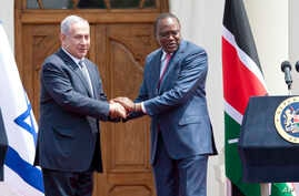 Israeli Prime Minister Benjamin Netanyahu, left, and Kenyan President Uhuru Kenyatta shake hands at State House in Nairobi, Kenya, July 5, 2016. Netanyahu is in Kenya as part of his four-nation tour of Africa.