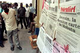 FILE - Kinshasa residents read local newspapers.