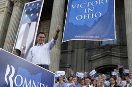 Republican U.S. presidential candidate Mitt Romney give the thumbs up to supporters at the Chillicothe Victory rally in Chillicothe, Ohio, August 14, 2012.