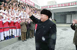North Korean leader Kim Jong Un waves to workers during a visit to the Pyongyang Children's Foodstuff Factory in this undated photo released by North Korea's Korean Central News Agency (KCNA) in Pyongyang December 16, 2014. REUTERS/KCNA (NORTH KOREA