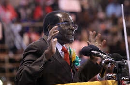 Zimbabwean President Robert Mugabe attends a meeting with the country's war veterans in Harare, April, 7, 2016.