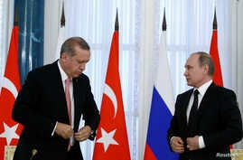 Russian President Vladimir Putin and Turkish President Tayyip Erdogan attend a news conference following their meeting in St. Petersburg, Russia, Aug. 9, 2016.