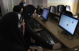 FILE - Pakistani students try to access YouTube in Karachi, Sept. 5, 2013. Pakistan removed a ban on YouTube after the Google-owned video-sharing website launched a version that allows the government to remove material it considers offensive.