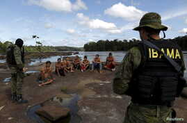 Gold prospectors are detained by agents of Brazil's environmental agency on the Uraricoera River during an operation against illegal gold mining on indigenous land, in the heart of the Amazon rainforest, in Roraima state, Brazil, April 16, 2016.