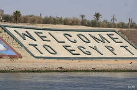 Officials say the Suez Canal expansion is one of many projects intended to help recover the economy by boosting foreign investment, including along the Canal's shores. Picture taken June 12, 2015. (Heather Mudock/VOA)