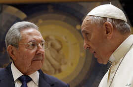 Pope Francis meets Cuban President Raul Castro during a private audience at the Vatican, May 10, 2015.