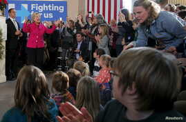 U.S. Democratic presidential candidate Hillary Clinton leads a town hall meeting at South Church in Portsmouth, N.H., Dec. 29, 2015.