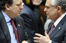 Greece on 'Knife Edge' to Agree on Bailout
