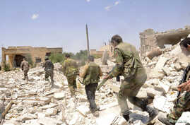 Forces loyal to Syria's President al-Assad during what they said was an operation to push rebels from the road between Dahra Abd Rabbo village and Castello in Aleppo, May 27, 2013.