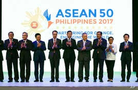 ASEAN Foreign Ministers applaud at the opening ceremony of the 50th ASEAN Foreign Ministers Meeting at the Philippine International Convention Center, Aug. 5, 2017 in suburban Pasay city, south of Manila, Philippines.