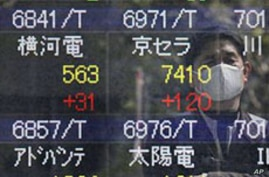 Japanese Stocks Retreat as Nuclear Concerns Persist