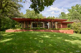 """Castle Rock, completed in 1950 in Quasqueton, Iowa, is one of famed architect Frank Lloyd Wright's most complete """"Usonian"""" homes. (Photo by Carol Highsmith)"""