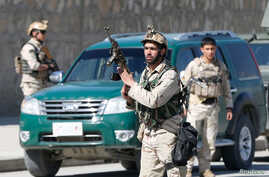 Afghan security forces arrive at the site of a showdown between Taliban and Afghan forces in Kabul, Afghanistan, March 1, 2017.