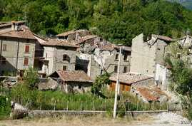 Arquata del Tronto - many of the region's young see little future in an area which had diminished job opportunities even before last year's quake. (J. Dettmer/VOA)
