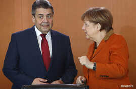 German Chancellor Angela Merkel and Foreign Minister Sigmar Gabriel before cabinet meeting at the chancellery in Berlin, Germany, March 15, 2017.