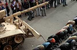 US Watches Egypt's Army as Protests Continue