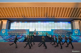 Kazakh guards march in front of the Republic Palace during the Constitution Day celebrations in Almaty August 30, 2014. REUTERS/Shamil Zhumatov (KAZAKHSTAN - Tags: POLITICS ANNIVERSARY CITYSCAPE) - RTR44C4Q