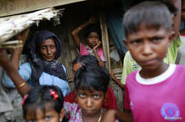 Rohingya Muslims are seen in Bawdupa IDP camp outside of Sittwe August 11, 2013. Attempts to bring stability to Myanmar's strategic northwest Rakhine State could be unravelling after police opened fire on Rohingya Muslims for the third time in two mo
