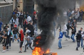2 Killed, Hundreds Injured in Algerian Food Riots