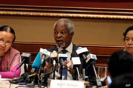 Former U.N. Secretary-General Kofi Annan, center, chairman of the advisory commission on Rakhine State, talks to journalists during a press briefing along with commission members Mya Thidar, left, and Saw Khin Tint, right, at a hotel Tuesday, Dec. 6,