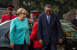 German Chancellor Angela Merkel, left, is welcomed by Ethiopia's Prime Minister Hailemariam Desalegn, as she arrives at the national palace in Addis Ababa, Oct. 11, 2016.