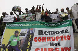 People protest following the removal of  fuel subsidy by the Government in Lagos ,Nigeria, Jan. 9, 2012. Labor unions began a paralyzing national strike in oil-rich Nigeria, angered by soaring fuel prices and decades of engrained government corruptio