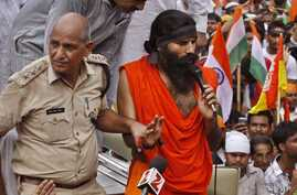 An Indian senior policeman detains yoga guru Baba Ramdev, right, during an anti-corruption protest in New Delhi, India, August 13, 2012.