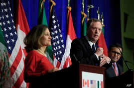 United States Trade Representative Robert Lighthizer, center, with Canadian Minister of Foreign Affairs Chrystia Freeland, left, and Mexico's Secretary of Economy Ildefonso Guajardo Villarrea, right, speaks during the conclusion of the fourth round o