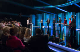 (L-R) ITV news host, Julie Etchingham, Leader of the Green Party, Natalie Bennett, British Deputy PM and leader of the Liberal Democratic Party, Nick Clegg, Leader of the United Kingdom Independence Party (UKIP), Nigel Farage, Leader of the oppositio