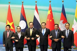 (L-R) Vietnamese Foreign Minister Pham Binh Minh, Prime Ministers Thongsing Thammavong of Laos, Prayuth Chan-ocha of Thailand, Li Keqiang of China, Hun Sen of Cambodia and Myanmar's Vice President Sai Mauk Kham pose for pictures during Lancang-Mekong
