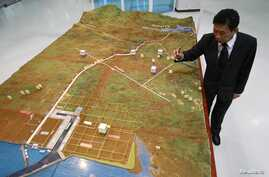 Dawei Development Company's Managing Director Somjet Thinaphong discusses model of the economic zone, Bangkok Sept. 19, 2012.