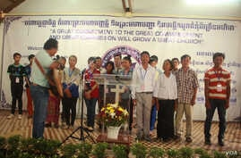 Im Chaem (fourth person from right) and her son Im Loeung (fifth person from right in white shirt) joins the Christian seminar in Battambang province in January 2018. Photo by Pastor Touch Chanthou. (Courtesy photo)