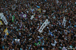 Supporters of Turkey's main pro-Kurdish Peoples' Democratic Party (HDP) attend a rally in Diyarbakir, June 20, 2018.