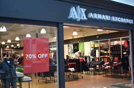 Aramani store in Prince William's county, Virginia, offers 70% discount at the start of holiday season, Nov. 21, 2016. (Photo: Diaa Bekheet)